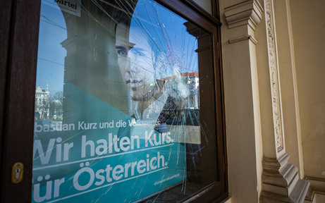 Vandalen zerstörten Fenster der ÖVP-Zentrale