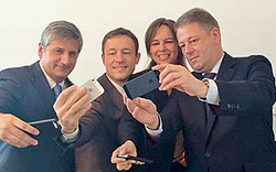 Schwarze Ministerriege jetzt im Selfie- und Facebook-Fieber