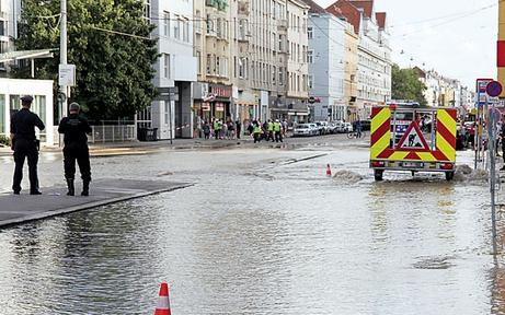 Floridsdorf unter Wasser: Sperren dauern bis heute