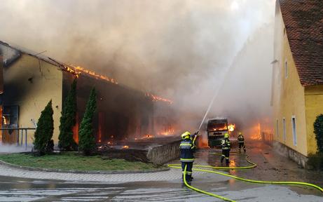 Leibnitz: Reitstall geriet in Vollbrand