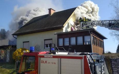 Wohnhausbrand in der Steiermark: Feuerwehr im Großeinsatz