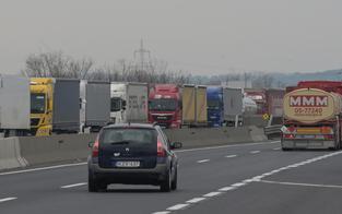 30 Kilometer langer Stau an Grenze zu Ungarn
