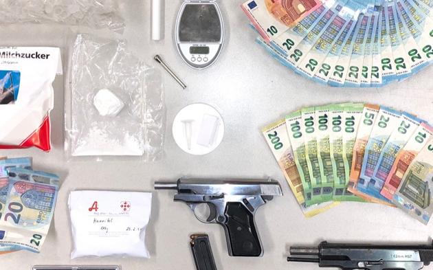 Drogen, Geld, Waffen, Polizei