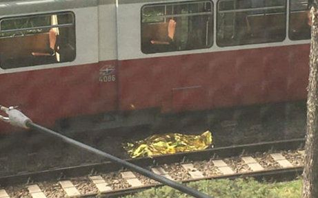 Straßenbahn in Wien crasht in Fußgänger - tot