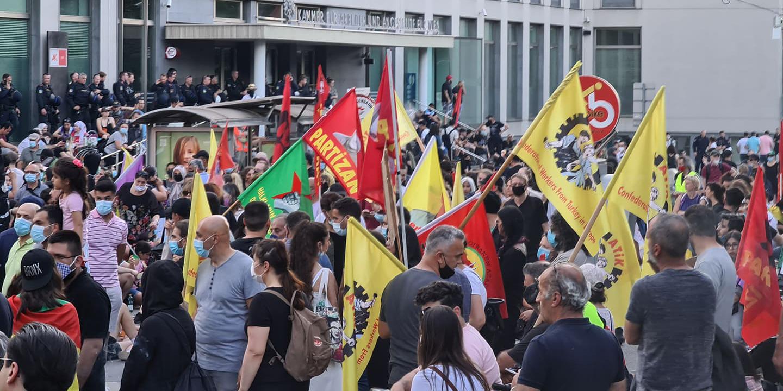 Wieder Böller & Wolfsgrüße bei Demo in Wien