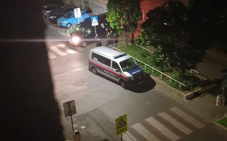 Polizeieinsatz, weil Gaffer Rettungskräfte behinderten: Patient tot