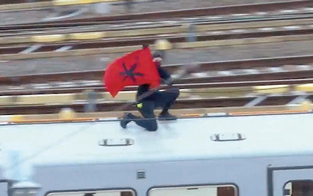 Wiener Linien jagen den U-Bahn-Surfer