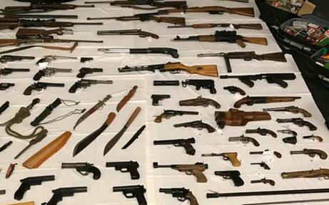 Illegale Schusswaffen und Munition sichergestellt