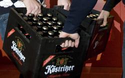 Kärntner warfen Bierkiste nach Polizeiauto