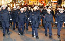 2.000 Polizisten schützen Krawall-Ball