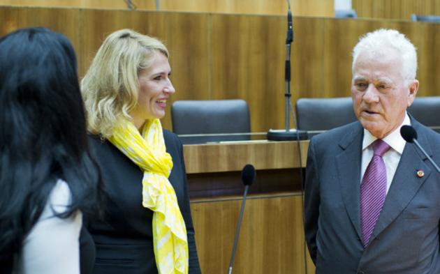 Frank Stronachs 1. Tag im Parlament