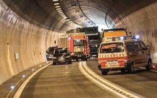 Massencrash legt Tunnel lahm