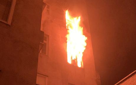 Zimmerbrand in Wien: Mehrere Verletzte