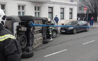 Spektakulärer Auto-Unfall in Wien-Brigittenau