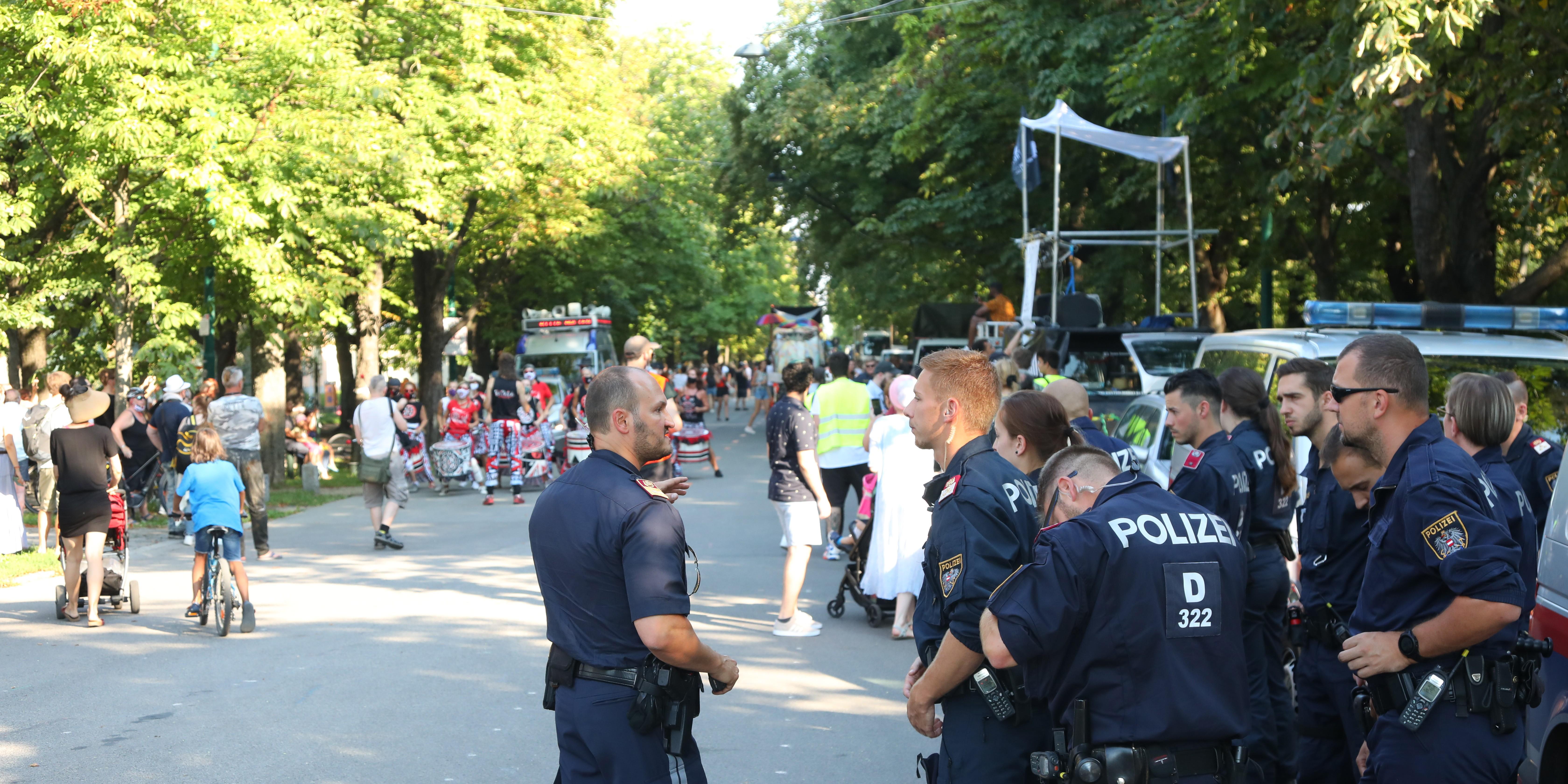 Save the Rave Demo Wien Gegen Kulturstillstand