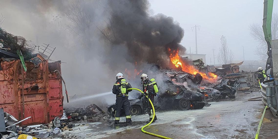 Brand auf Schrottplatz in Wien-Floridsdorf