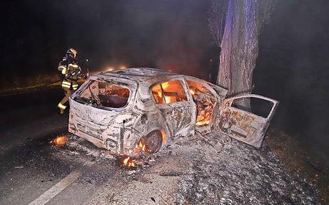 Feuer-Drama: 18-Jähriger verbrannte hilflos in Wrack