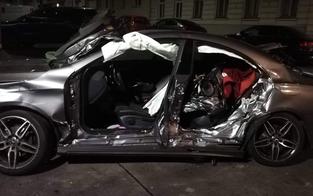 Zivil-Polizei crasht mit Mercedes: Mehrere Verletzte