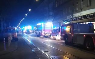 Feuerwehr rettet zwei Männer aus Feuer-Wohnung