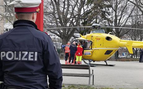 Kleinkind in Wien aus Fenster gestürzt - Lebensgefahr