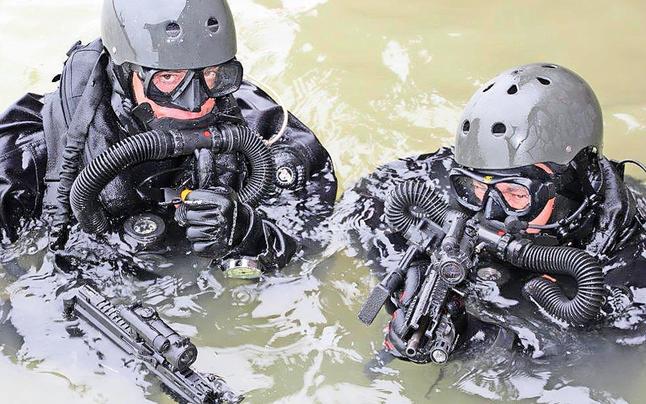 Cobra probt Terrorkampf auf der Donau