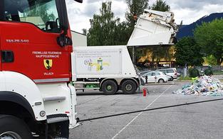 Brennender Müllwagen fuhr an Villacher Feuerwehr vorbei