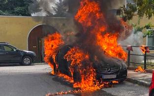 Luxus-Wagen fing während Fahrt Feuer