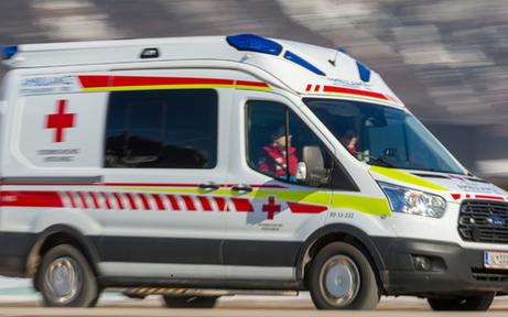 64-jähriger Pkw-Lenker crasht in Lkw – tot