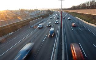 Drei alkoholisierte Mädchen warfen Leiter auf Autobahn