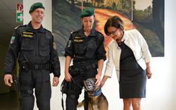 Zugeschweißter Lkw: Mikl dankte Polizisten