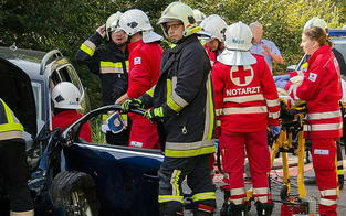 Spektakulärer Frontalcrash: Zwei Verletzte
