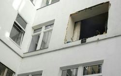 Gas-Austritt: Fenster aus Fassade gesprengt