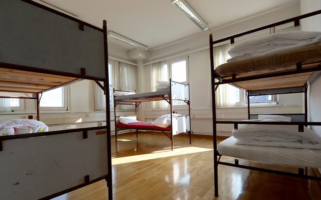 wirbel um das gesch ft mit fl chtlingen. Black Bedroom Furniture Sets. Home Design Ideas
