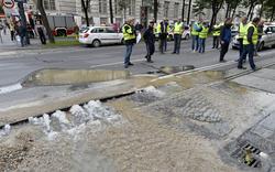 Ringsperre: Wasserrohrbruch beim Schottenring
