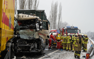 Lkw-Lenker auf  A12 tödlich verletzt