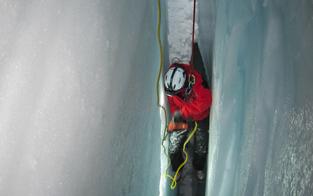 Alpinist überlebt 30-Meter-Sturz in Gletscherspalte