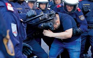 Gewalt-Eskalation bei Demos: Favoriten im Ausnahmezustand