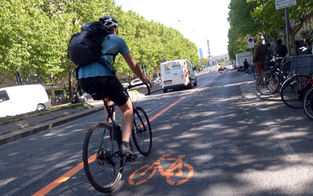 Reißnägel auf Pop-Up-Radweg Praterstraße verteilt