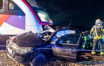 Pkw von Zug erfasst: Lenkerin tot