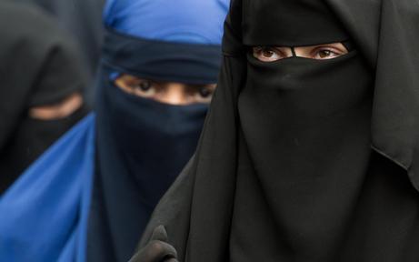 """Scharfe Kritik an """"schrägem"""" Burka-Verbot"""