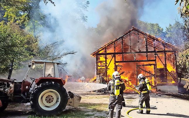 Vollbrand am Cobenzl: Scheune ging in Flammen auf