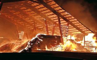 Sägewerkbrand fordert 150 Feuerwehrleute