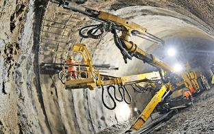 Brenner-Tunnel ist auf Schiene