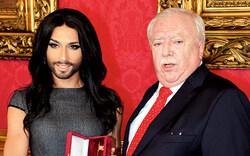 """Conchita geehrt: """"Bleibe in Wien"""""""