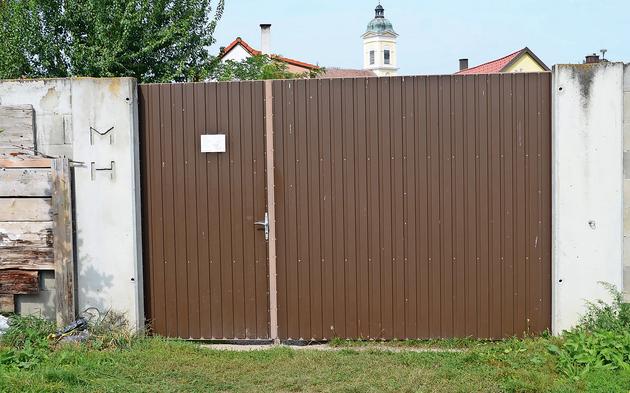 Eingangstor vom Tatort des verunglückten Einbrechers im Burgenland