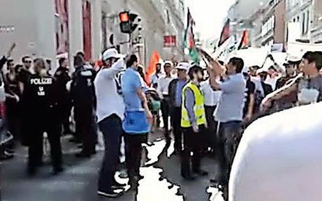 Polizei trägt Kritiker von Anti-Israel-Demo weg
