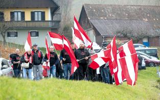 Rechte marschieren erneut in Spielfeld auf