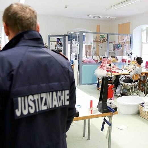 Eislady: Umzug ins spanische Gefängnis