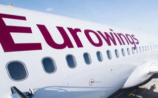 Zwei Passagiere bei ersten Linienflug seit Corona-Pause