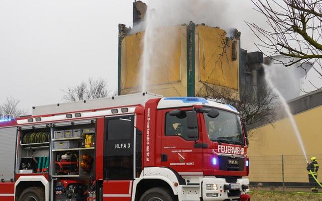 Explosion in Tischlerei in Prinzersdorf: Feuerwehr-Großeinsatz